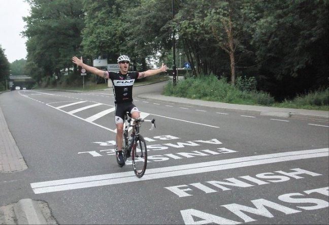 Gilbert winning Amstel... oh wait! is that... crankpunk?! whoop!