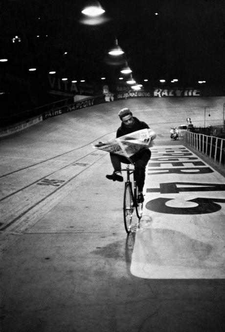Course cycliste 'Les 6 jours de Paris', vélodrome d'Hiver, Paris, France, novembre 1957.